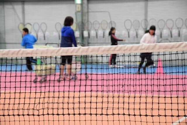 tenisu shu-zu yonekkusu