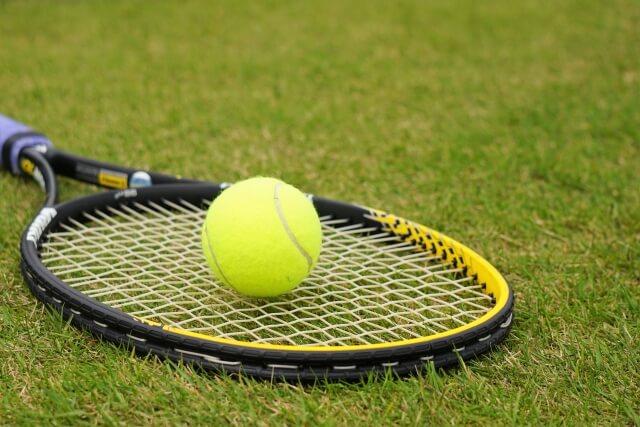 tenisu raketto uiruson